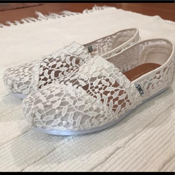 c3bc3d242ed TOMS white lace leaves classics slip ons 6 1 2. M 5acd516972ea88b346b0836e